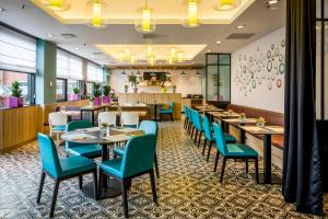 A restaurant or other place to eat at Park Inn by Radisson Amsterdam Airport Schiphol