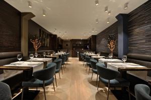 Een restaurant of ander eetgelegenheid bij Amsterdam Forest Hotel
