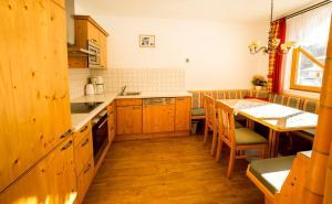 A kitchen or kitchenette at Flachauer Bergkristall