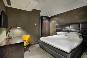 Een bed of bedden in een kamer bij Amsterdam Forest Hotel