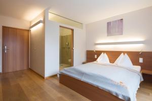 Ein Bett oder Betten in einem Zimmer der Unterkunft Hotel Manggei Designhotel Obertauern