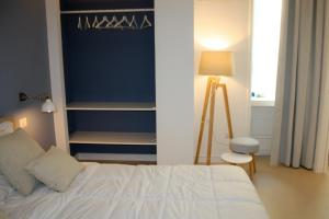 A bed or beds in a room at Starhost - PETIT B&B