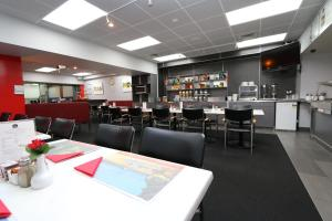 A restaurant or other place to eat at President Hotel Auckland