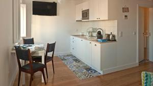 A kitchen or kitchenette at Duque´s Apartments