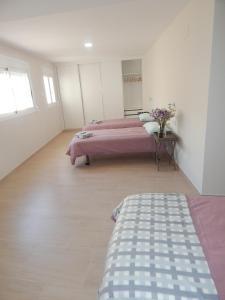 A bed or beds in a room at Apartamentos La Rosita