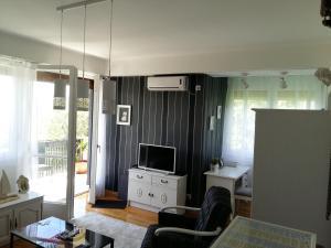 Una televisión o centro de entretenimiento en Apartment Macho