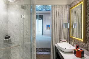 A bathroom at SO/ Sofitel Singapore (SG Clean)