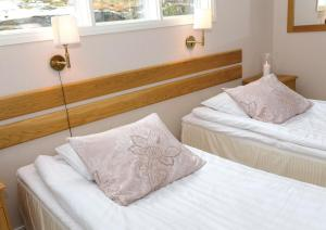 A bed or beds in a room at Hotel Kasnäs