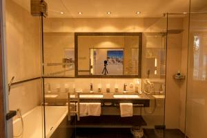 A bathroom at Alpenresidenz Trisanna