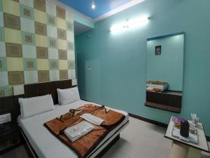 A bed or beds in a room at Hotel Mittal Inn