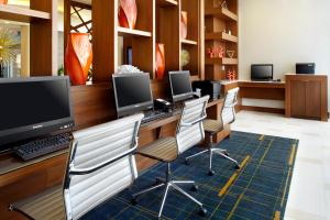 The business area and/or conference room at Courtyard by Marriott Orlando Lake Nona