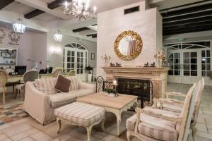 A seating area at Therma Palace - Mineral Pool & Luxury Restaurant