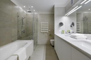 A bathroom at STRADONIA Serviced Apartments