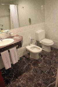 A bathroom at Abasto Hotel