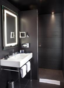 A bathroom at Maison Albar Hotels Le Diamond