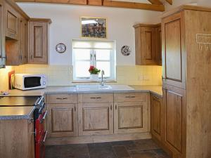 A kitchen or kitchenette at Paddock View