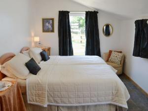 A bed or beds in a room at Paddock View
