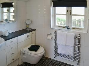 A bathroom at Paddock View