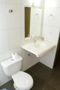 Um banheiro em Requinte Hotel