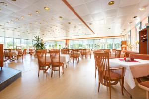 A restaurant or other place to eat at Rügen-Hotel Sassnitz