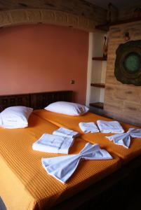 A bed or beds in a room at Castelo Beach Hotel