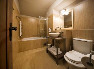 A bathroom at Hotel Jägerhorn