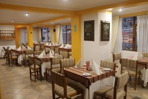 A restaurant or other place to eat at Hotel Hacienda Puno