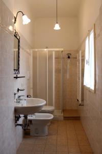 A bathroom at Hotel Scoti