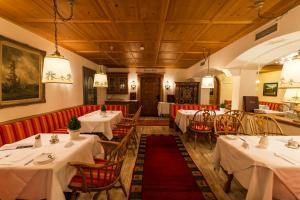 Ein Restaurant oder anderes Speiselokal in der Unterkunft Hotel Plattenhof