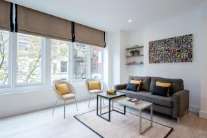 A seating area at The Rosebery by Supercity Aparthotels