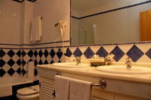 A bathroom at TUGASA Hotel Castillo de Castellar
