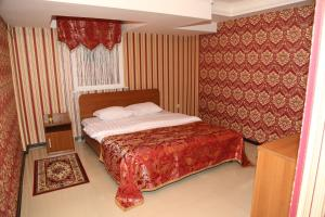 A bed or beds in a room at Skazka Vostoka