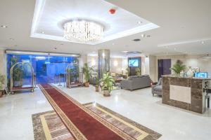 O saguão ou recepção de Al Ezzah Palace Hotel Suites