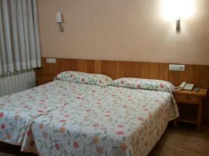 A bed or beds in a room at El Pilar
