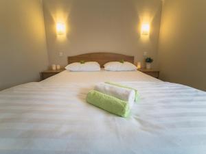 Кровать или кровати в номере Fat Cat Отель Домодедово
