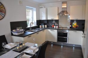 A kitchen or kitchenette at Westgate Apartments Birchlee