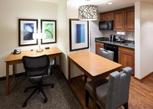 A kitchen or kitchenette at Homewood Suites by Hilton Omaha - Downtown