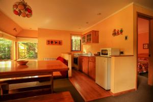 A kitchen or kitchenette at Hotel y Cabañas Patagonia Green