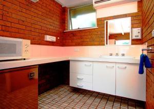 A kitchen or kitchenette at Wattle Motel