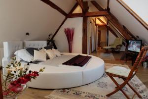 A bed or beds in a room at Ferme Historique Jean De La Fontaine