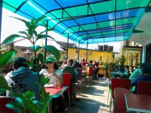 Ein Restaurant oder anderes Speiselokal in der Unterkunft Green Hotel