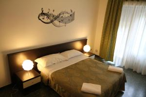 A bed or beds in a room at B&B Music