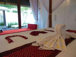 A bed or beds in a room at HK Villa Bali