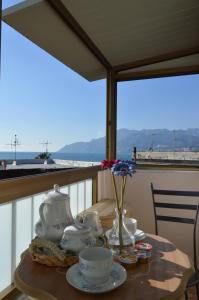 A restaurant or other place to eat at B&B Al Golfo