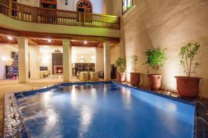 Bazén v ubytování Riad Andalib nebo v jeho okolí
