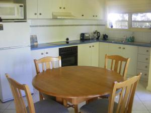 A kitchen or kitchenette at The Lookout