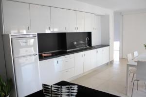A kitchen or kitchenette at Apartamentos Taifas