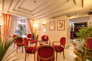 A restaurant or other place to eat at Hotel San Remo