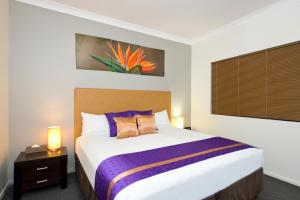 A bed or beds in a room at Park Regis Anchorage