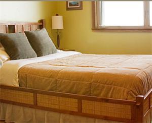 A bed or beds in a room at Ka'awa Loa Plantation